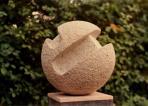 Gömb és hasáb, 1985 kl, mészkő, átm: 35 cm