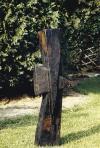 Crux VI.(Ékes), 1987, égetett, pácolt tölgyfa, m: 100 cm